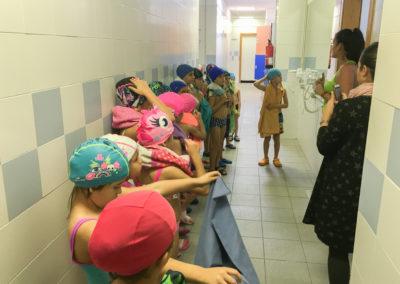 alumnos preparados para entrar a la clase