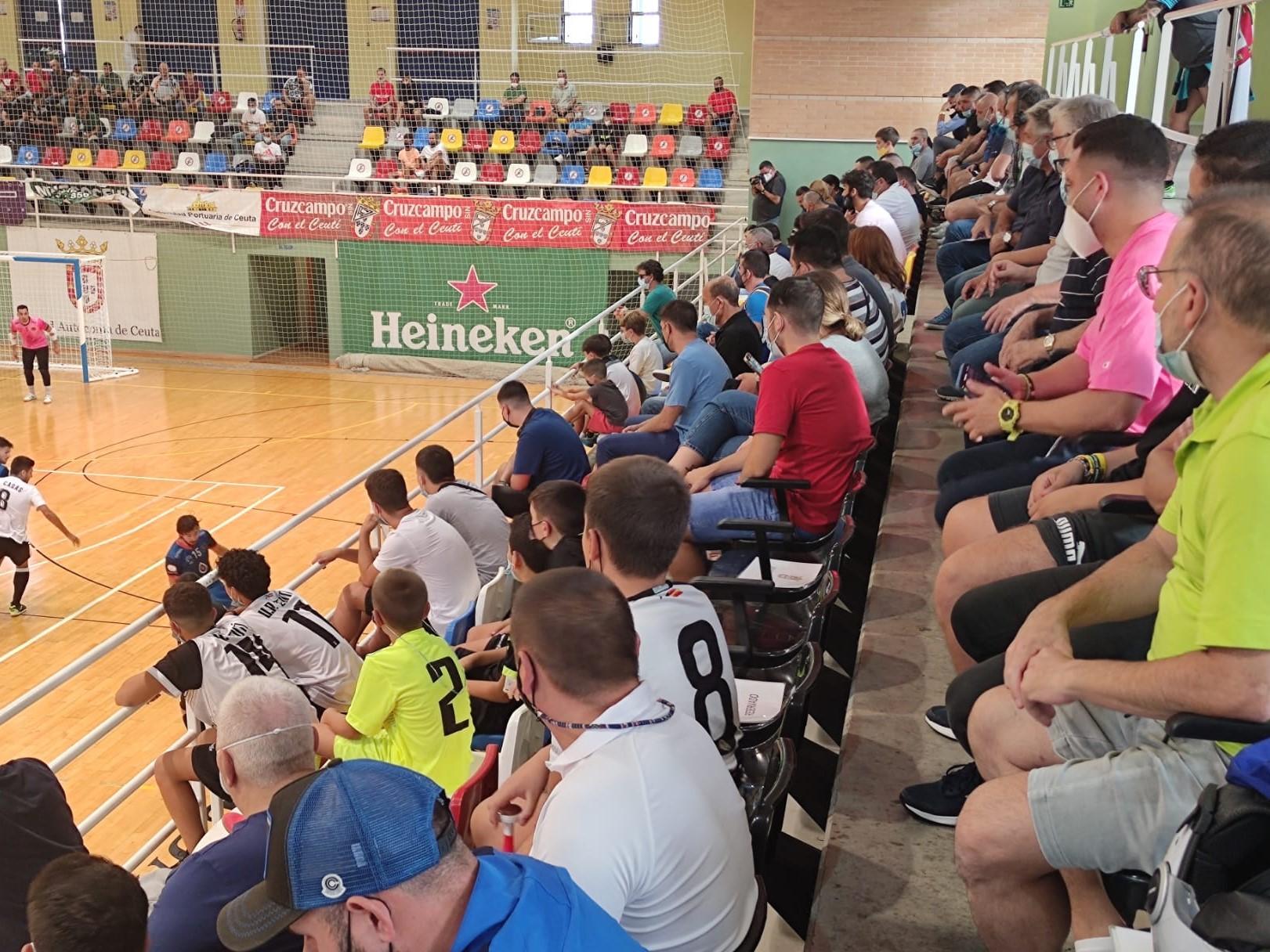 Vuelve el público a los polideportivos de Ceuta